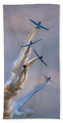 Hand Towel featuring the photograph Geico Skytypers Tree Of Smoke by Rick Berk