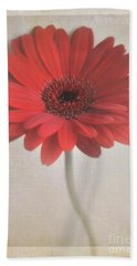 Hand Towel featuring the photograph Gerbera Daisy by Lyn Randle
