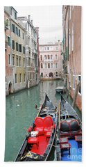 Hand Towel featuring the photograph Gondola Love by Linda Prewer