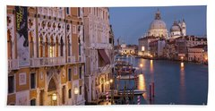 Bath Towel featuring the photograph Grand Canal Twilight by Brian Jannsen