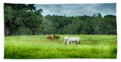 Bath Towel featuring the photograph Grazing by Judy Hall-Folde