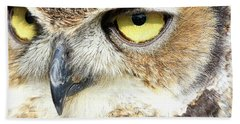 Great Horned Owl Up Close Bath Towel