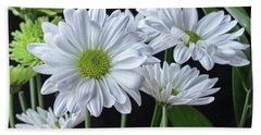 Hand Towel featuring the photograph Green Eyed Daisy by Bonnie Willis