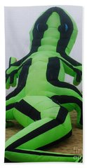 Green Lizard Kite Hand Towel