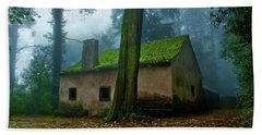 Bath Towel featuring the photograph Haunted House by Jorge Maia