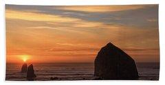 Haystack Rock Ocean Sunset, Cannon Beach, Oregon Bath Towel