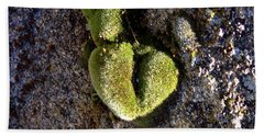 Hand Towel featuring the photograph Moss Heart On A Chain by Deborah Moen