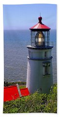Bath Towel featuring the photograph Heceta Head Lighthouse by Wendy McKennon