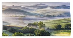 Hilly Tuscany Valley At Morning Bath Towel