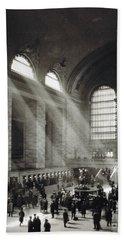 Holiday Crowd At Grand Central Terminal, New York City, Circa 1920 Bath Towel