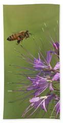 Honey Bee At Work Bath Towel