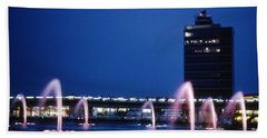 Hand Towel featuring the photograph Idlewild Fountain And Tower by John Schneider