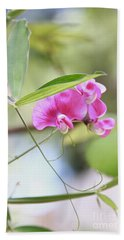 Hand Towel featuring the photograph Idyllwild Pink by Suzanne Oesterling