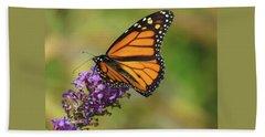 Autumn In The Garden - Monarch And Purple Floret - Nature Photography Bath Towel