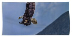 Bath Towel featuring the photograph In Flight Lunch by Timothy Latta