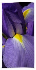 Iris Close Up Bath Towel