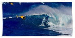 Jaw Breakers - Giant Waves Are Being Surfed At Jaws On Maui Bath Towel