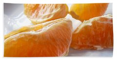 Bath Towel featuring the photograph Juicy Orange Slices On A Blue Glass Plate by Louise Kumpf