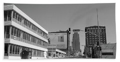 Hand Towel featuring the photograph Kansas City - 18th Street Bw by Frank Romeo