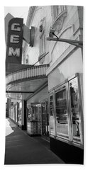 Hand Towel featuring the photograph Kansas City - Gem Theater 2 Bw  by Frank Romeo