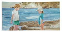 Kids Collecting Marine Shells Bath Towel