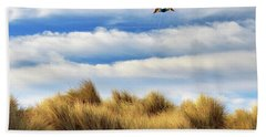 Bath Towel featuring the photograph Kite Over The Hill by James Eddy
