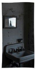 Lady Liberty In The Mirror Bath Towel