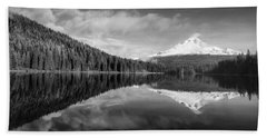 Hand Towel featuring the photograph Lake Trillium In Black And White by Lynn Hopwood