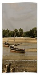 Lamu Island - Wooden Fishing Dhows At Low Tide With Pier - Antique Hand Towel