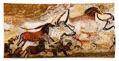 Lascaux Hall Of The Bulls Bath Towel