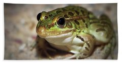 Bath Towel featuring the photograph Leopard Frog by Elaine Malott
