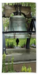 Hand Towel featuring the photograph Liberty Bell Replica by Mike Eingle