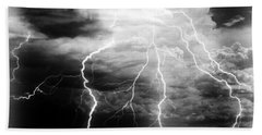 Lightning Storm Over The Plains Bath Towel by Joseph Frank Baraba