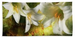 Lilies With Light Bath Towel