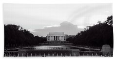 Lincoln Memorial Sunset In Black And White Bath Towel