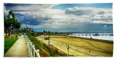 Hand Towel featuring the photograph Long Beach Bluff Park by Joseph Hollingsworth