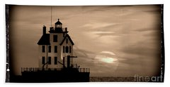 Lorain Lighthouse - Lake Erie - Lorain Ohio Bath Towel