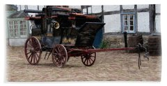 Bath Towel featuring the digital art Mail Coach At Lacock by Paul Gulliver