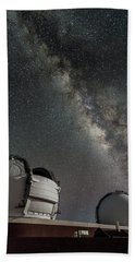 Bath Towel featuring the photograph Mauna Kea Night by Allen Biedrzycki