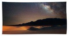 Milky Way Over Mesquite Dunes Hand Towel by Darren White