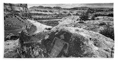 Moab Maiden Petroglyph - Black And White - Utah Bath Towel