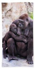 Mom And Baby Gorilla Sitting Bath Towel by Stephanie Hayes