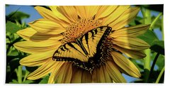 Male Eastern Tiger Swallowtail - Papilio Glaucus And Sunflower Bath Towel