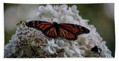 Monarch Butterfly Feeding On Hydrangea Tree Bath Towel