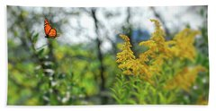 Hand Towel featuring the photograph Monarch Butterfly Flyaway by Kerri Farley