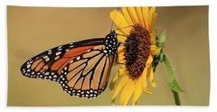 Monarch Butterfly On Sun Flower Bath Towel