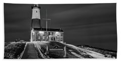 Bath Towel featuring the photograph Montauk Point Lighthouse Bw by Susan Candelario
