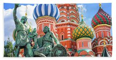 Bath Towel featuring the photograph Monument To Minin And Pozharsky by Delphimages Photo Creations