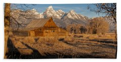 Bath Towel featuring the photograph Moulton Barn by Gary Lengyel