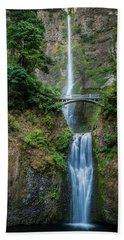Hand Towel featuring the photograph Multnomah Falls by Chris McKenna